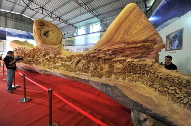 26-longest-wood-carving.preview